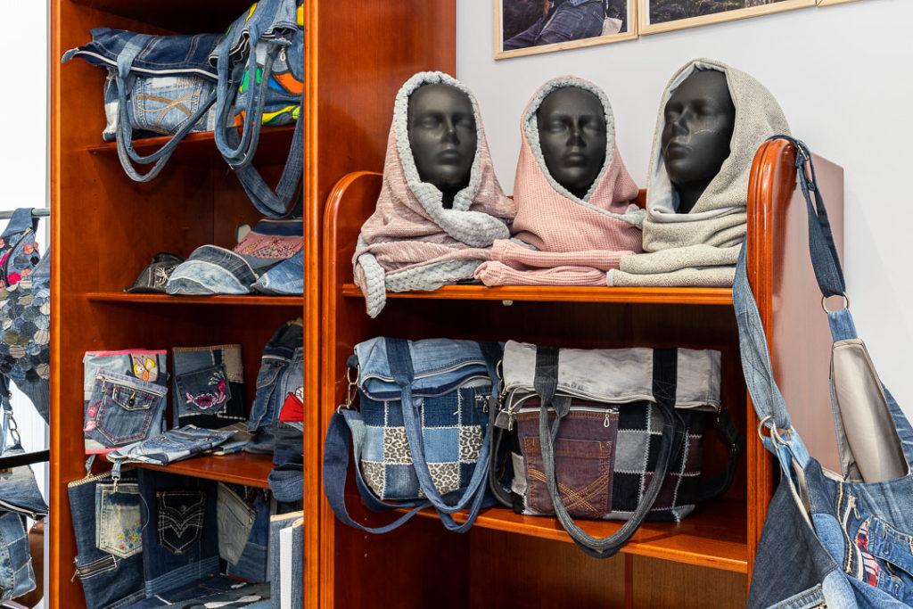 Wnętrze galerii Hanka Działa - Torby z dżinsu i nie tylko...